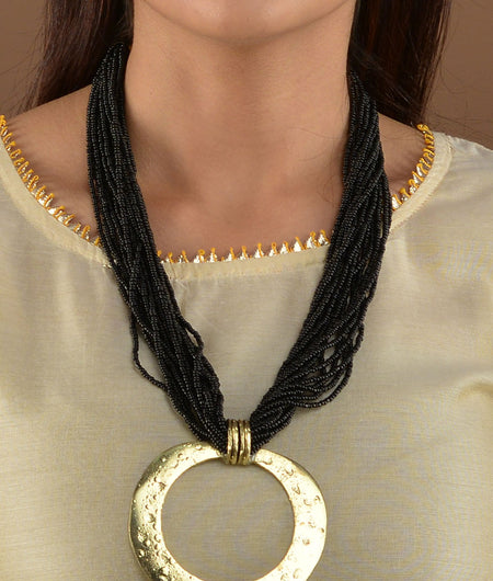 Gold hammered Ring Black Beaded Necklace