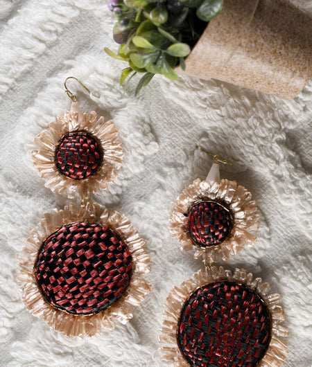 Beige Raffia earrings with a red and black base