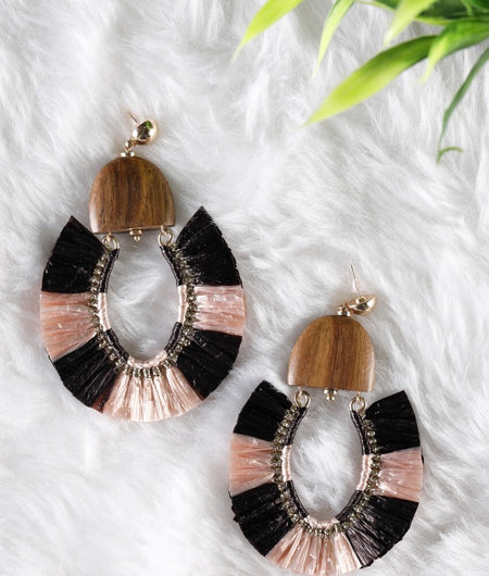 Black and light pink raffia on a wooden base Earrings