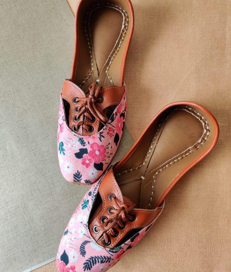 Floral & Tan Lace-Up Juttis
