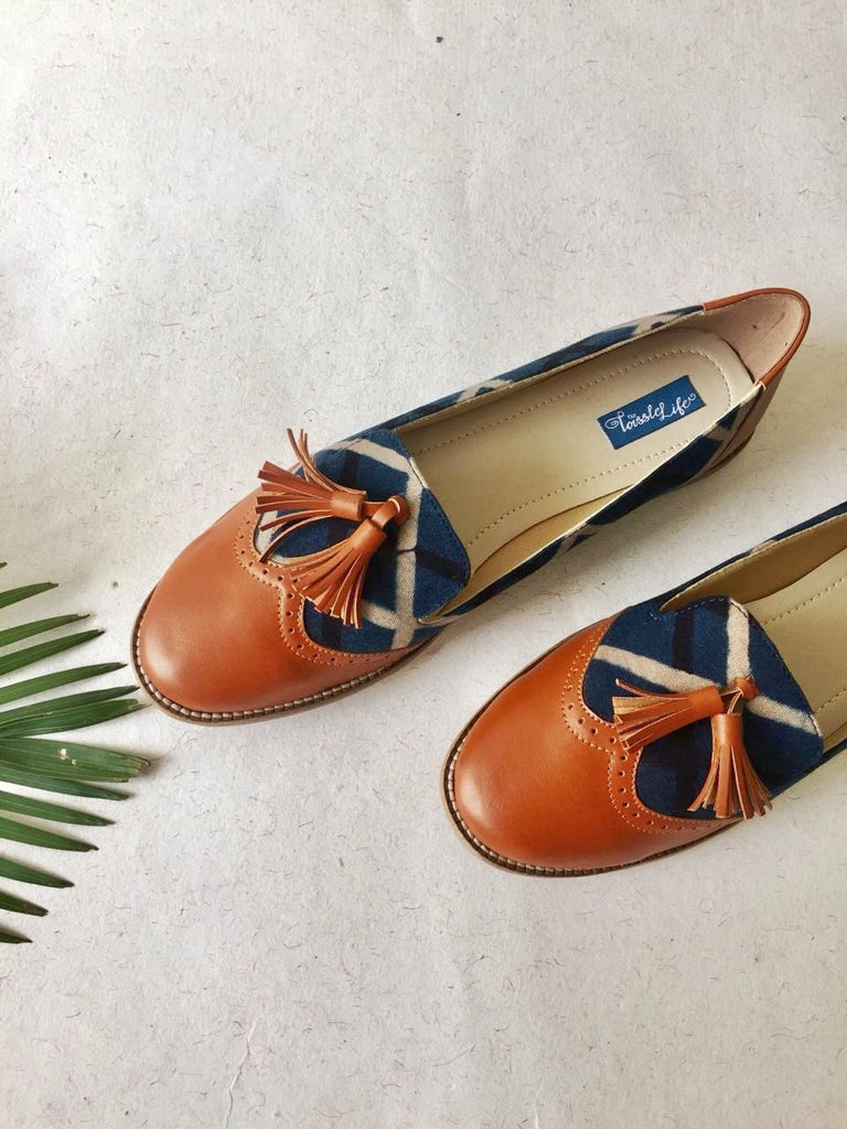 Tassel And Stripes Print Moccasins