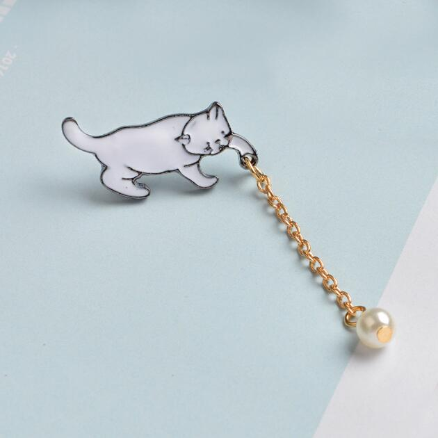 Adorable little white cat brooch pins with pearl