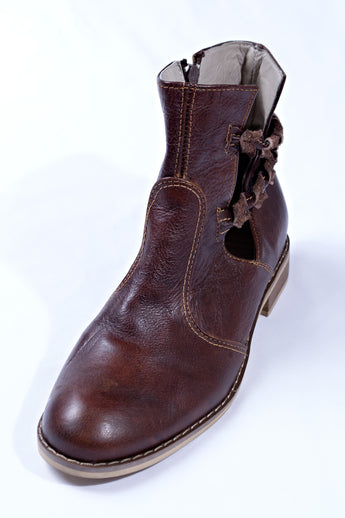 Seasonal leather boots