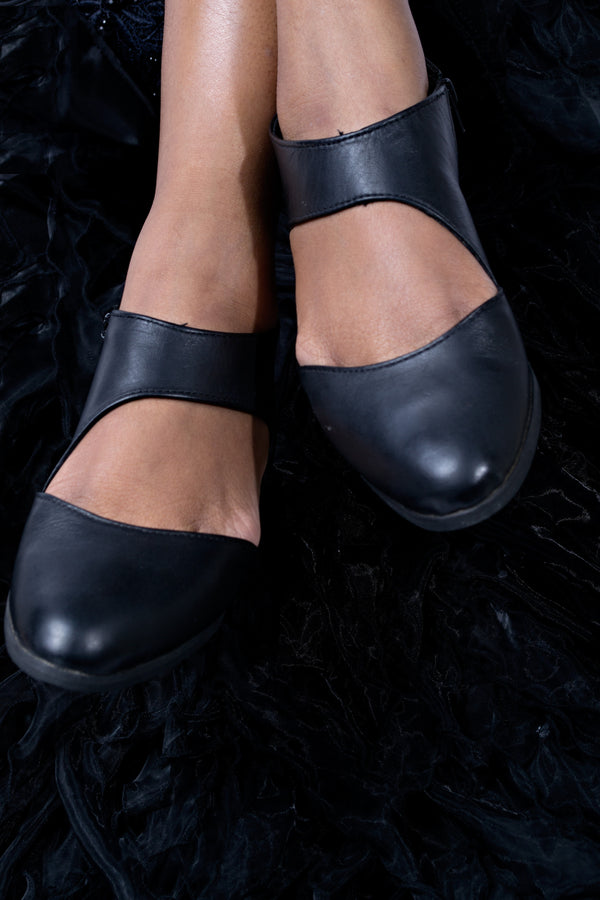 Funky side zip leather pumps