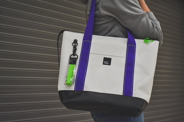 Resortful tote