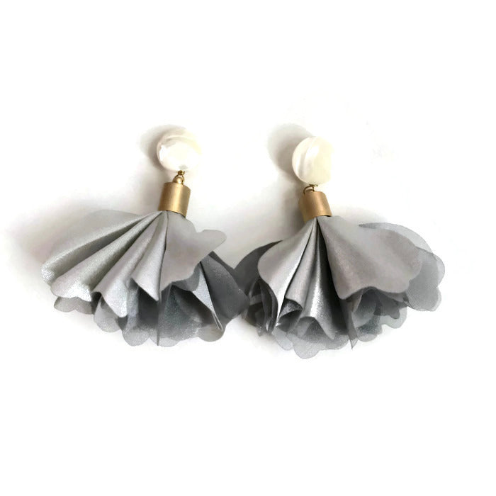 Floribunda Earrings - Gray