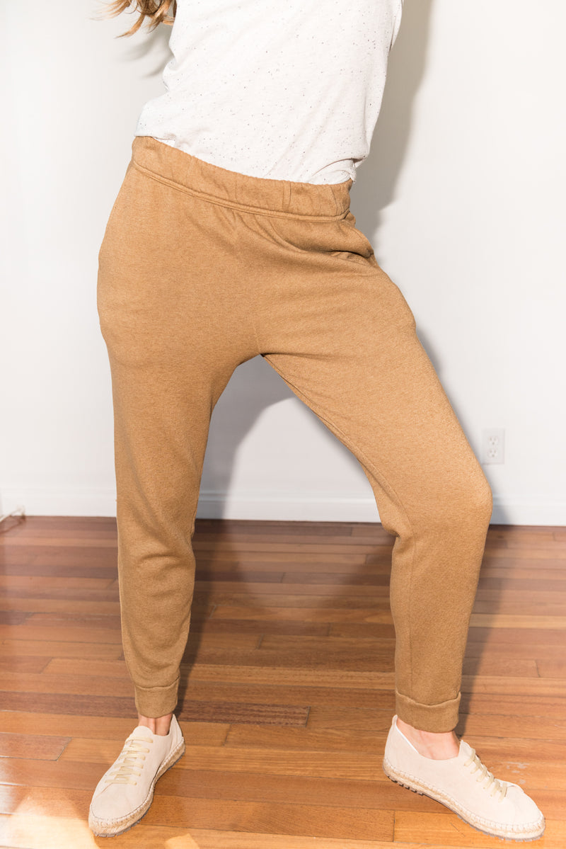 Women's French Terry Cuff Bottom Back Pocket Sweatpant - Camel