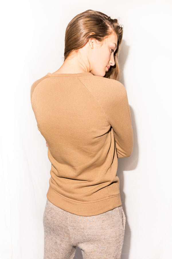 WOMEN'S FRENCH TERRY SLIM FIT PULLOVER SWEATSHIRT - CAMEL