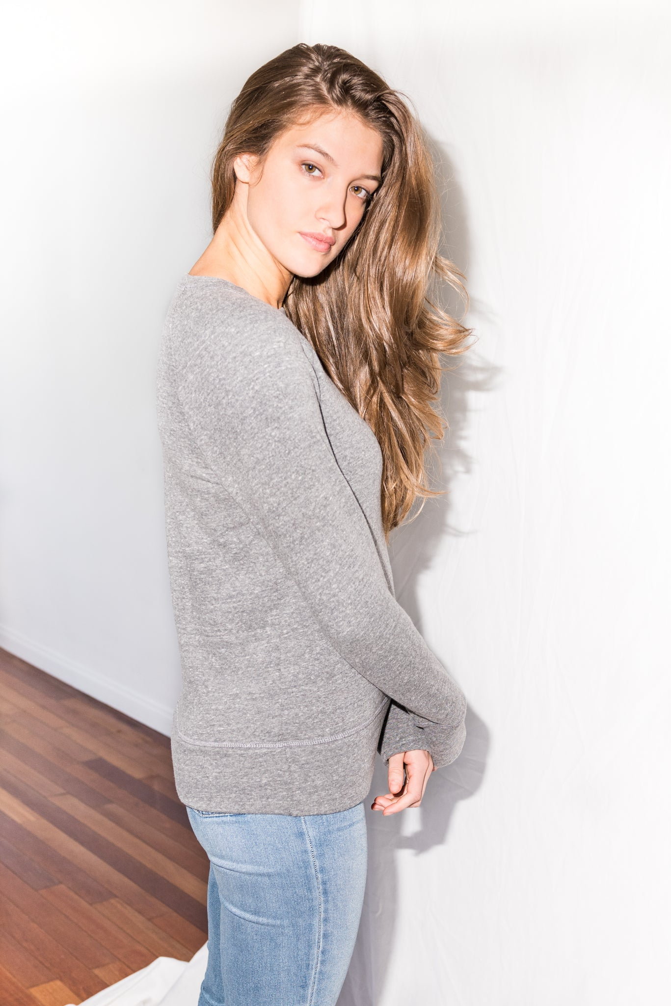 WOMEN'S RELAXED FIT PULLOVER SWEATSHIRT - HEATHER GREY