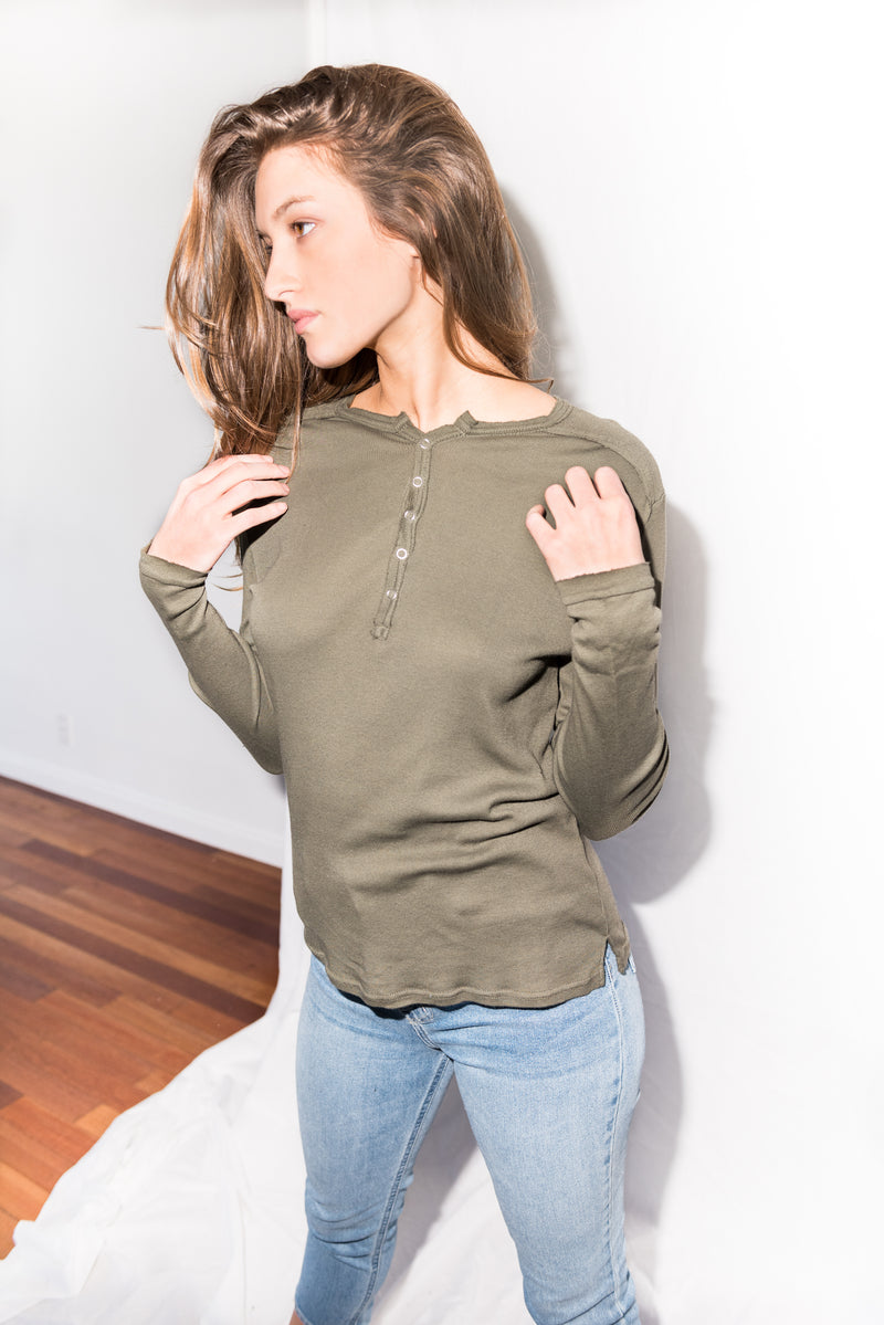 WOMEN'S HENLEY LONG SLEEVE RIB SHIRT - ARMY