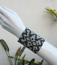Load image into Gallery viewer, Czech Crystal Beaded Geometric Pattern Bracelet