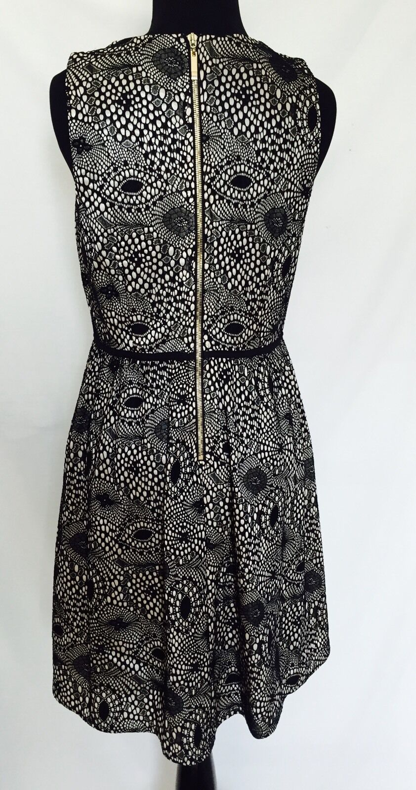 ESLEY COLLECTION SLEEVELESS DRESS. NWT SIZE M. BLACK LACE  OVER NUDE PRICE $35