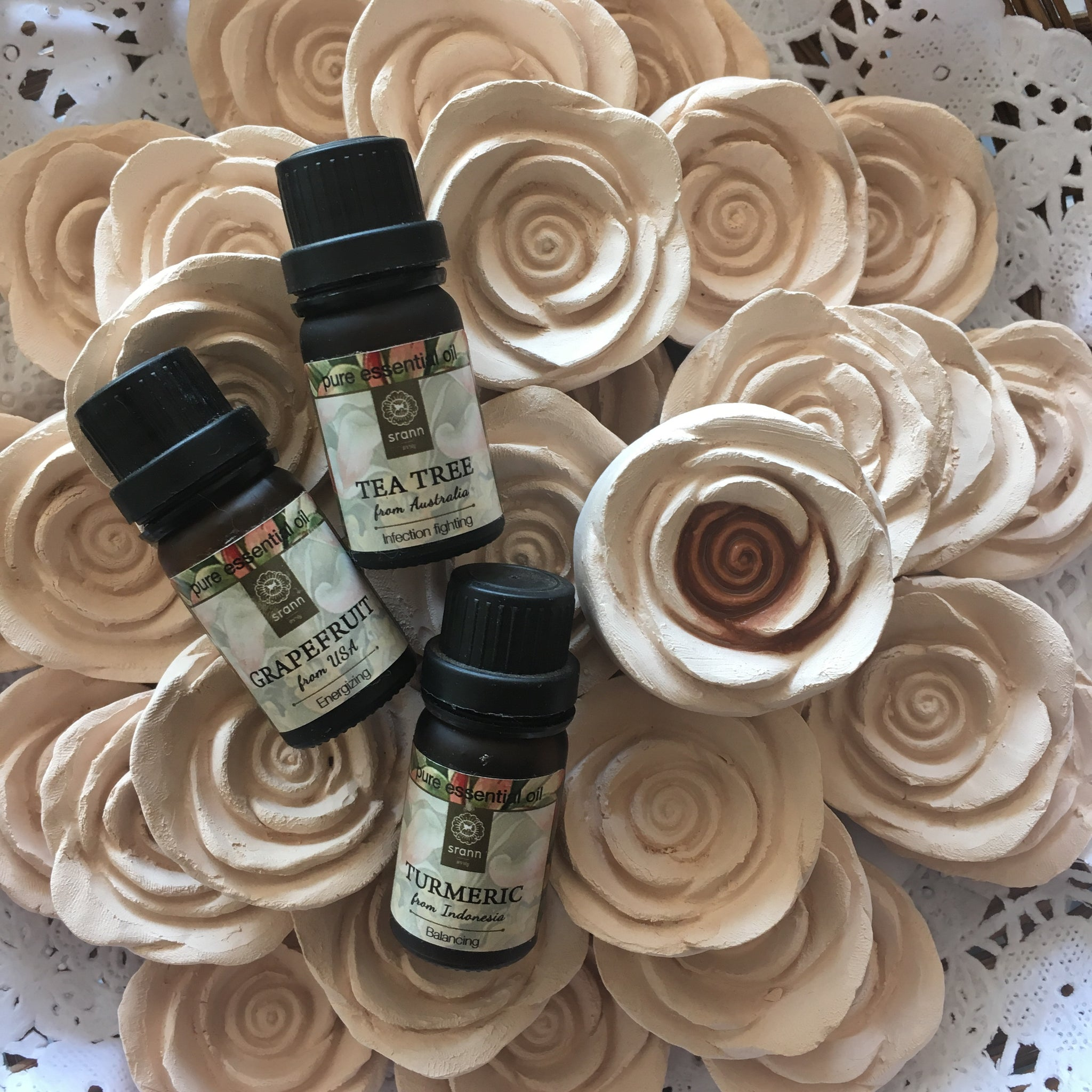 100% Pure Natural Essential Oil 10 ml. with Aroma Clay