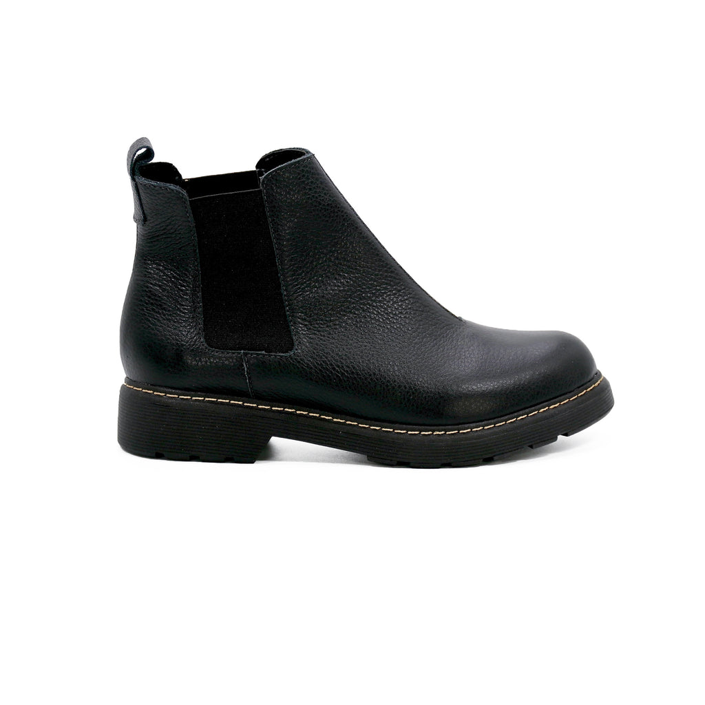 De Wulf Footwear, women black boots, black ankle boots women, black chelsea boots women, comfortable shoes, winter shoes, comfortable black boots, black ankle boots, leather boots women