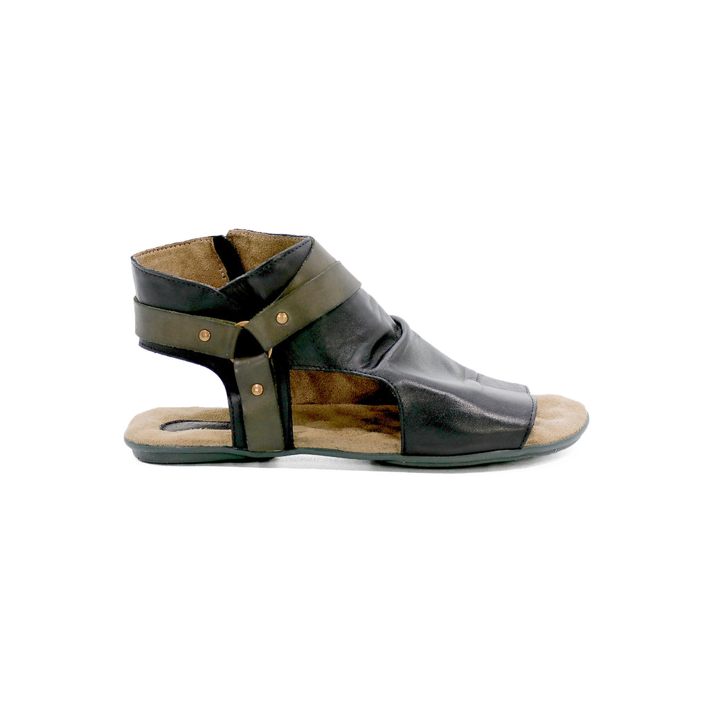 The leather of this handcrafted sandal is cowhide leather, which has been worked to ensure softness, comfort, and durability. It is fully biodegradable.