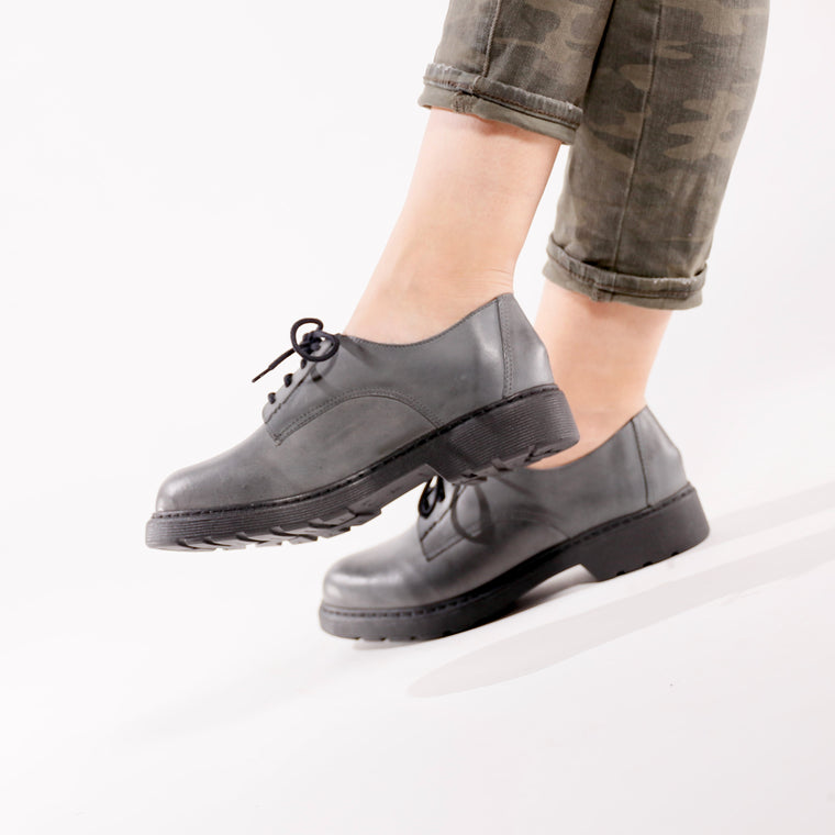 De Wulf Footwear, De wulf shoes, women women shoes, women oxfords, women leather shoes, women leather oxfords, women grey oxfords, women grey shoes, oxfords with jeans, women grey leather oxfords, elegant oxfords, elegant shoes