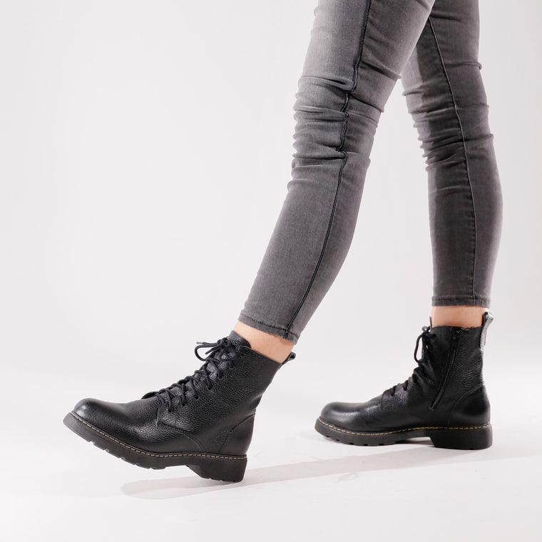 De Wulf Footwear, De wulf shoes, women shoes, women combat boots, women black combat boots, leather combat boots, women leather combat boots, leather boots, black leather boots for women, comfortable leather boots, black boots with jeans