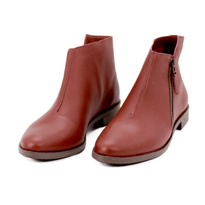 De Wulf Footwear, women shoes, women red shoes, women ankle boots, women leather boots, leather ankle boots, fashionable boots, trendy boots, comfortable boots, comfortable shoes, red ankle boots, women boots