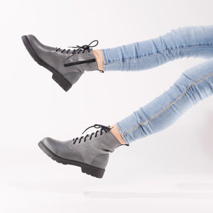 De Wulf Footwear, women shoes, women grey shoes, women ankle boots, women leather boots, leather ankle boots, fashionable boots, trendy boots, comfortable boots, comfortable shoes, grey combat boots, women combat boots, combat boots with jeans