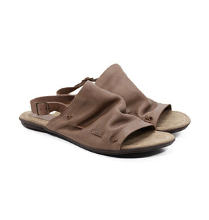 DE WULF Footwear, beige leather sandals, beige women sandals, women summer sandals, comfortable sandals, casual sandals for women, women shoes, women leather shoes, women summer outfit, slip on sandals, flat sandals women, gladiator sandals women, sandals with jeans