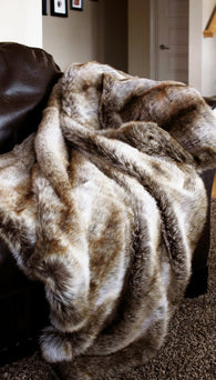 (CARJB3020) Faux Chinchilla Fur Throw