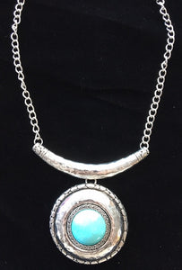 (CSN1000-TQSLV) Western Turquoise & Hammered Silver Necklace