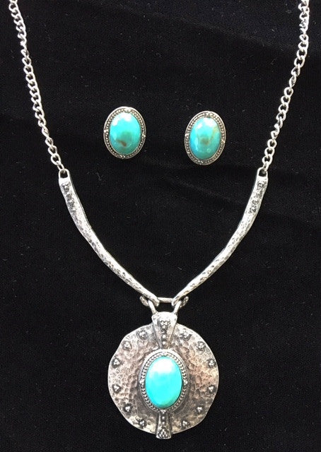 (CSN650-TQSLV) Western Turquoise Stone and Hammered Silver Necklace & Earrings