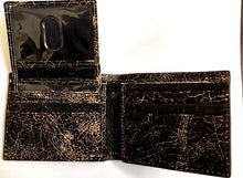 Load image into Gallery viewer, (3DB-WJW085) Justin Black Crackled B-Fold Wallet