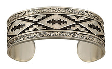 Load image into Gallery viewer, (MSBC1107RTS) Western Antiqued Steps Pattern Cuff Bracelet