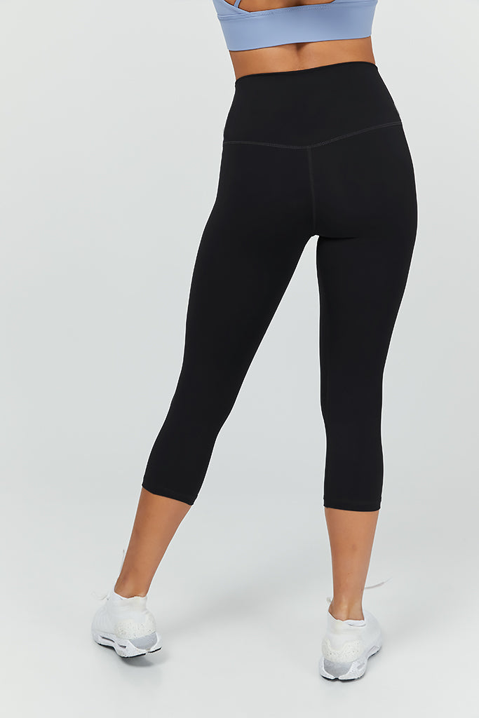 Active arc capri in Black (with pocket)