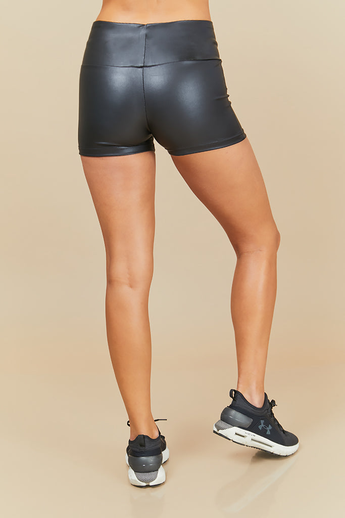 classic shorts leather look in black
