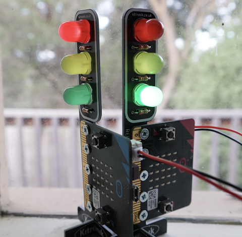 STOP:bit MicroPython Tutorial: Two Traffic Lights
