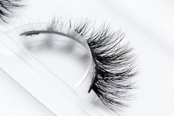 100% Mink 3D Eye Lashes 'J Makeup' by Lilly Ghalichi - ArabianGlitz