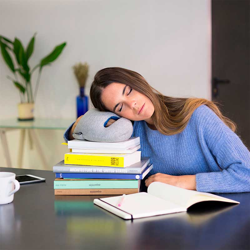 Falling asleep at work: 5 tips to stay awake