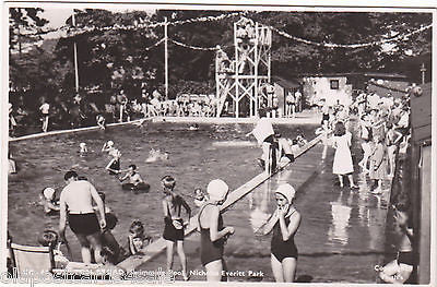 OULTON BROAD SWIMMING POOL, NICHOLAS EVERITT PARK - RP POSTCARD (REF 5127)