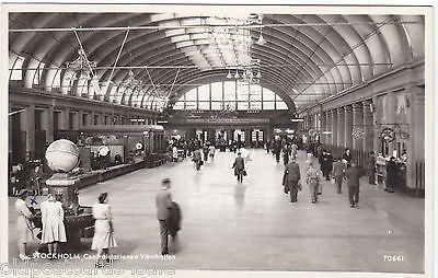 STOCKHOLM CENTRAL STATIONEN VANTHALLEN 1951 REAL PHOTO PPOSTCARD (ref 2896/12)