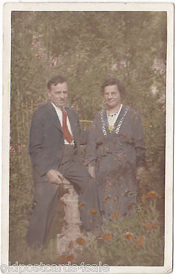 ANONYMOUS COUPLE - REAL PHOTO COLOUR POSTCARD (ref 2019)