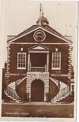 POOLE TOWN HALL - OLD REAL PHOTO POSTCARD (ref 6468)