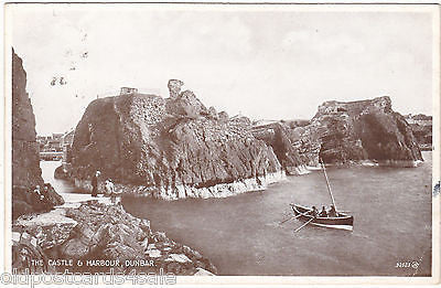 CASTLE AND HARBOUR, DUNBAR - 1930s POSTCARD (ref 5164)