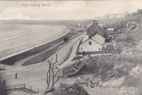 1905 postcard of Filey, Looking South