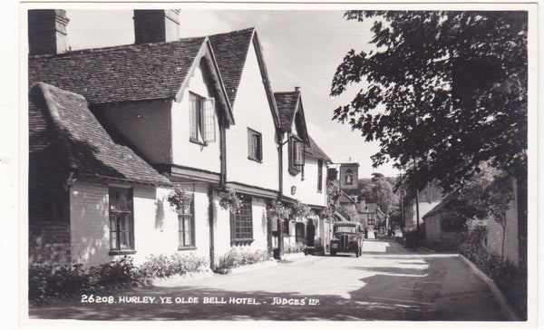HURLEY, YE OLDE BELL HOTEL - REAL PHOTO BERKSHIRE POSTCARD (ref 3586/18)
