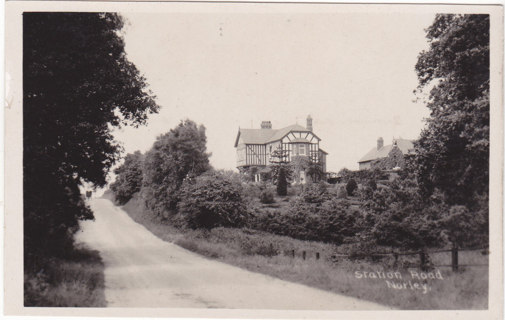 STATION ROAD, NORLEY - NR FRODSHAM, HELSBY - REAL PHOTO POSTCARD (ref 2338/17)