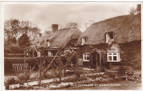 OLD COTTAGES AT BEECH, ALTON - HAMPSHIRE - REAL PHOTO POSTCARD