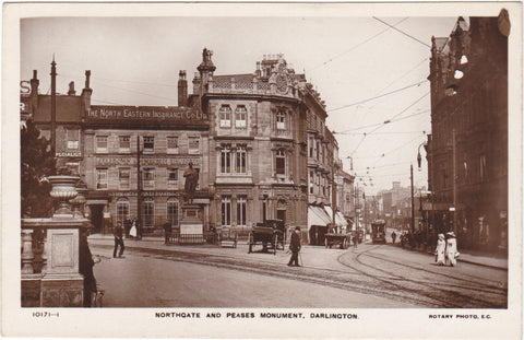 NORTHGATE AND PEASES MONUMENT, DARLINGTON - REAL PHOTO STREET SCENE (ref 1900/19)