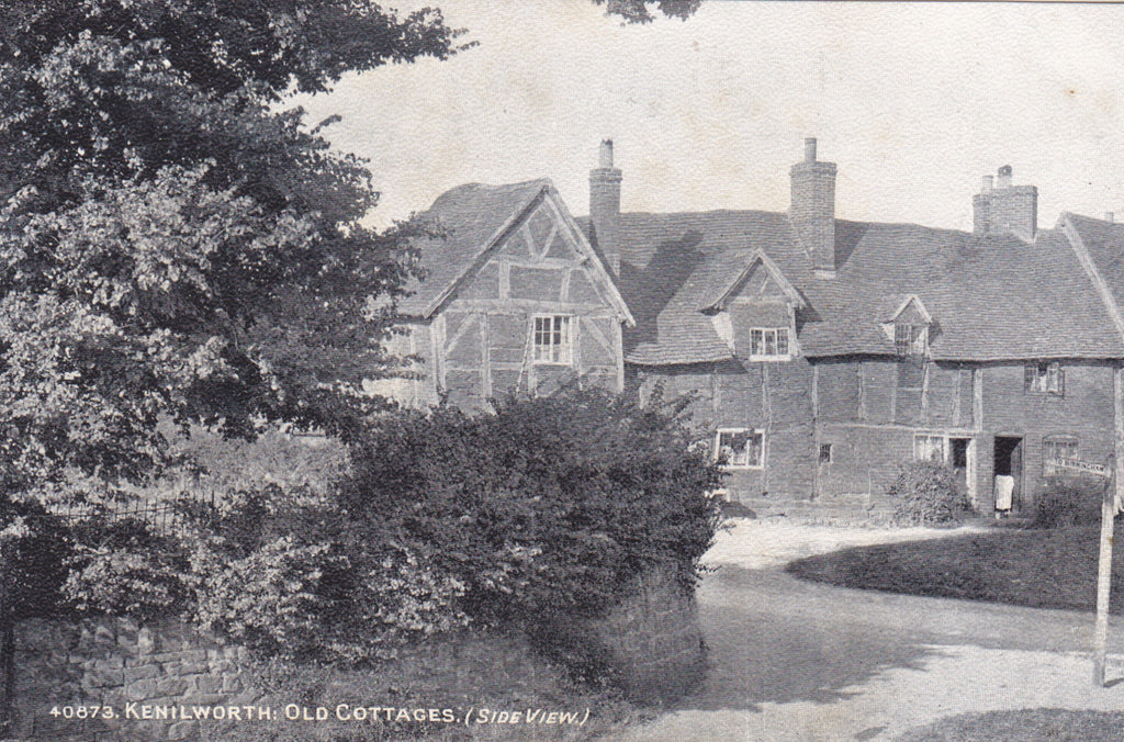 Old postcard of Kenilworth, Old Cottages, Side View