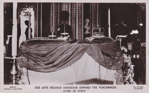 KING EDWARD THE PEACEMAKER LYING IN STATE - REAL PHOTO POSTCARD (Ref 4032/18)