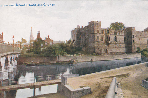 NEWARK CASTLE & CHURCH - PRE 1918 POSTCARD (ref 4642/17)