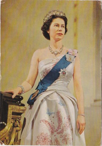 QUEEN ELIZABETH II - 1967 BRITISH ROYALTY POSTCARD (ref 3693)