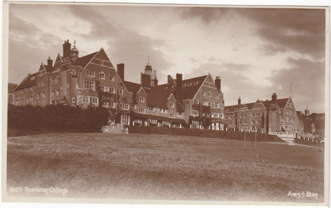 ROEDEAN COLLEGE - REAL PHOTO POSTCARD - BRIGHTON (ref 2478/17)