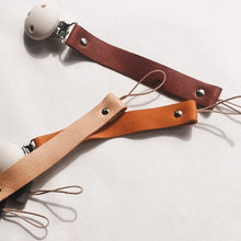 Load image into Gallery viewer, Bezisa / Leather Pacifier Clip / Speenkoord / Cognac